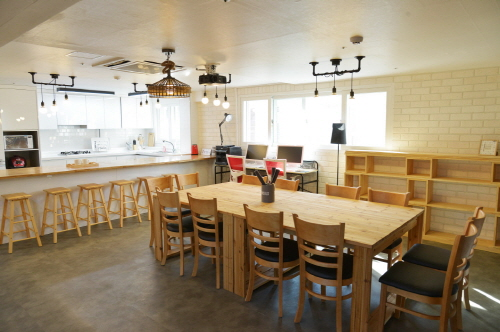 크기변환_[사진자료] 따뜻한 사회주택 미팅룸.jpg