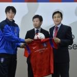 하나은행의 축구사랑, 브라질 미디어센터서 한국축구 홍보 '구슬땀'