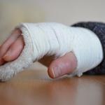 [소비자판례] 유리문에 부딪혀 다쳤다면...주의 안한 소비자 책임 80%
