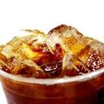 '아이스 커피'에 얼음만 가득, 커피는 어디에? ... 음료 용량 논란