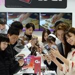 혁신 대신 기본에 충실한 LG 'G6' 초반 판매고 '꾸준'...G5와는 분위기가 다르다