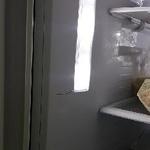 냉장고 내부 벽면에 금이 쩍~ ... 제품 불량일까?