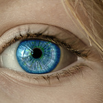 [소비자판례] 렌즈삽입수술 후 시력 상실...의료상 과실일까?