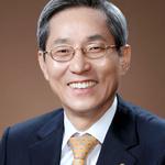 연임 성공한 윤종규 KB금융 회장, 행장직 '분리 전망'...유력 후보는?