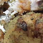 튀김 옷과 함께 튀겨진 바퀴벌레...못믿을 치킨 위생