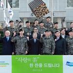 박정원 두산그룹 회장, 백두산 부대에 커피믹스·금일봉 전달