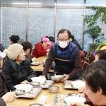 저축은행중앙회, 노인복지센터서 설맞이 '사랑의 떡국 나눔' 행사