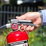 [지식카페] 아파트 쓰레기장 화재로 소화기 사용, 보험 보상 가능