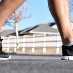 [지식카페] 걸을 때마다 큰 소리 나는 신발, 하자일까?