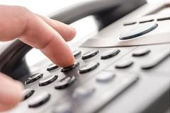 [데스크칼럼]'콜센터 유료전화'로 드러난 금융사의 양심불량