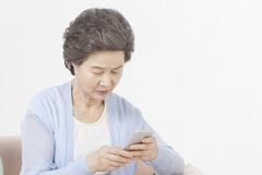 노인 상대 통신 사기...고가 휴대전화 몰래 개통한 뒤 기기 빼돌려