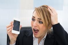 [구멍뚫린 소비자 규정㊹] 통신사들 '휴대폰 파손보험' 하위모델로 바꿔줘도 '면피'