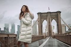 네파, 겨울 도시 느낌 '어반 컬러'를 롱패딩 프리미아에 담았다
