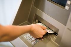 ATM·공과금수납기가 애물단지?...4대 은행 2년 새 3800대 철거