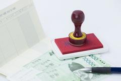 [소비자판례] 위조된 인감과 비밀번호로 예금 인출...은행 책임 범위는?