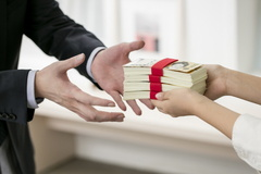 대출모집인 제도 되레 부작용 많아...1사 전속규제 폐지될까?