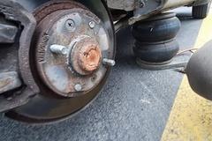 [노컷영상] 정비업체에서 엉뚱한 사이즈의 타이어로 교체해 대형사고 위험