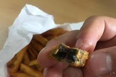 [노컷영상] 햄버거전문점서 시커멓게 썩은 감자로 만든 튀김 팔아