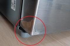 냉장고 문짝 메탈이라더니 벗겨지고 찢어지고...알고 보니 시트지?