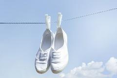 [지식카페] 세탁 후 변형된 운동화, 취급정보 확인 안한 세탁 업주 잘못