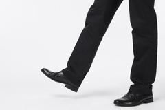 [지식카페] 양쪽 소재 다른 가죽 신발, 신었다고 환불 거부한다면?