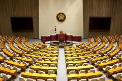 금융소비자보호법안 국회소위 통과...징벌적손해배상·집단소송제 빠져