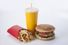 햄버거 배달 수수료 줄줄이 인상...세트메뉴 최고 1000원 추가